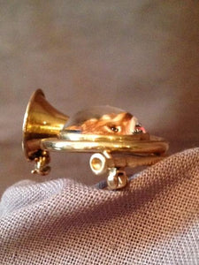 Brooch - 14kt Yellow Gold French Horn Form with Reverse Intaglio Fox Mask Image - Possibly Napier