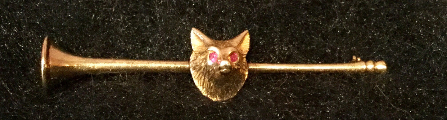 Stock or Bar Pin Hunt Horn Form with Fox Mask Ruby Eyes Embellishment 14 kt Yellow Gold