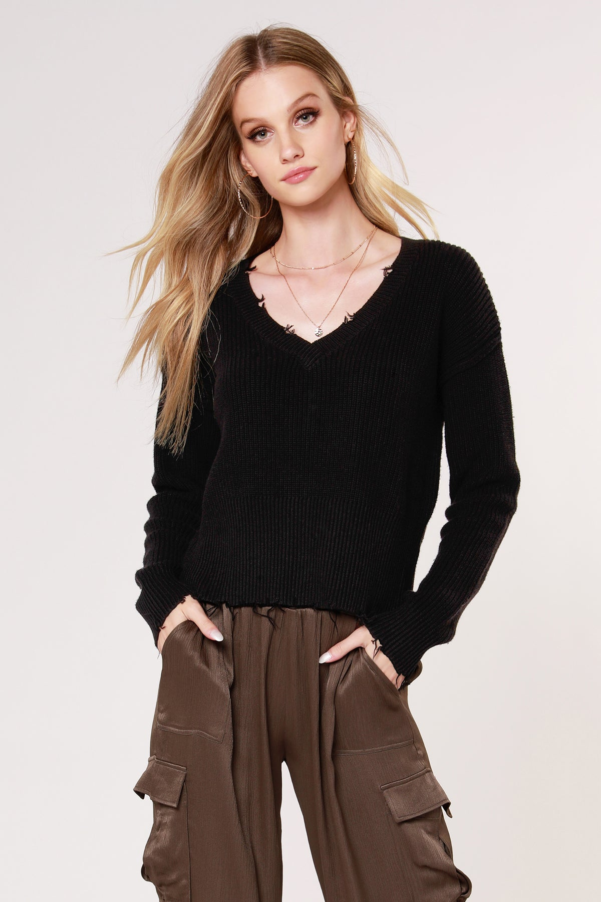 DESTRUCTED V-NECK SWEATER