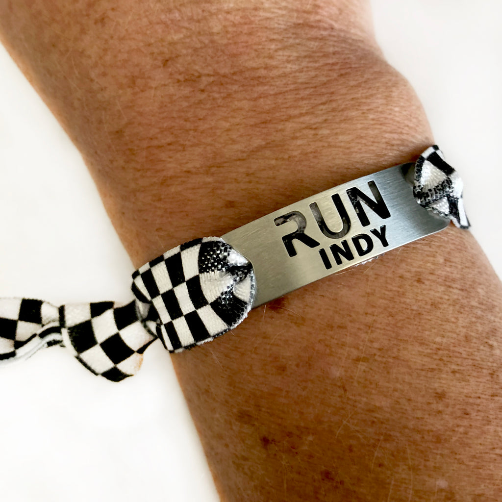 RUN INDY Running Tie Stretchy Bracelet - B/W