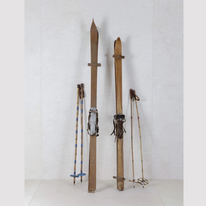 Vintage wood ski hire for display and decoration Berlin Germany (1498338525220)