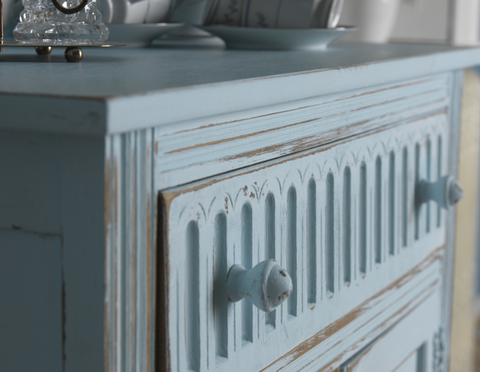 Distressed paint drawer detail