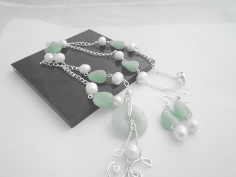 White Freshwater Pearl and Green Aventurine Necklace Set