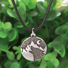Load image into Gallery viewer, Howling Wolf Necklace