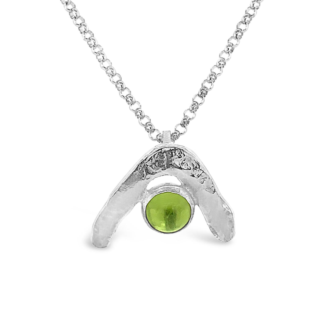 Boomerang Wave Necklace in Peridot