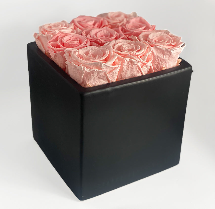 The Round Brilliant Box With Large Roses