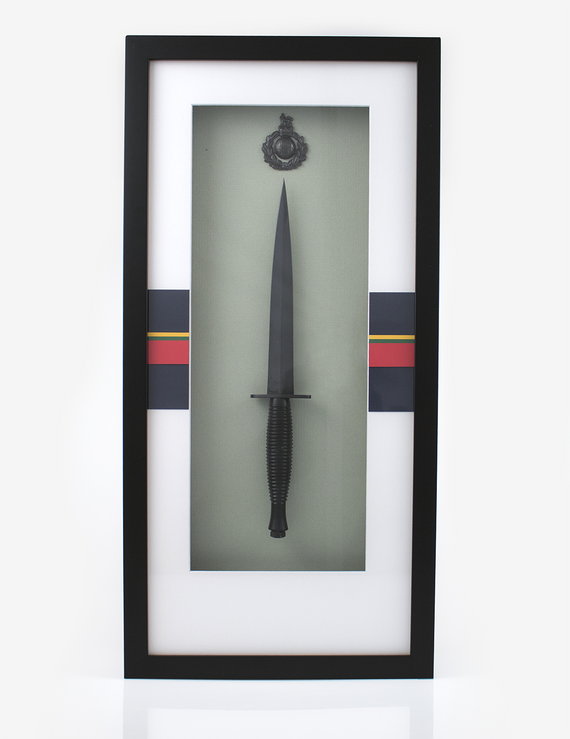 Framed Commando Dagger - Field (Bronze) Cap Badge
