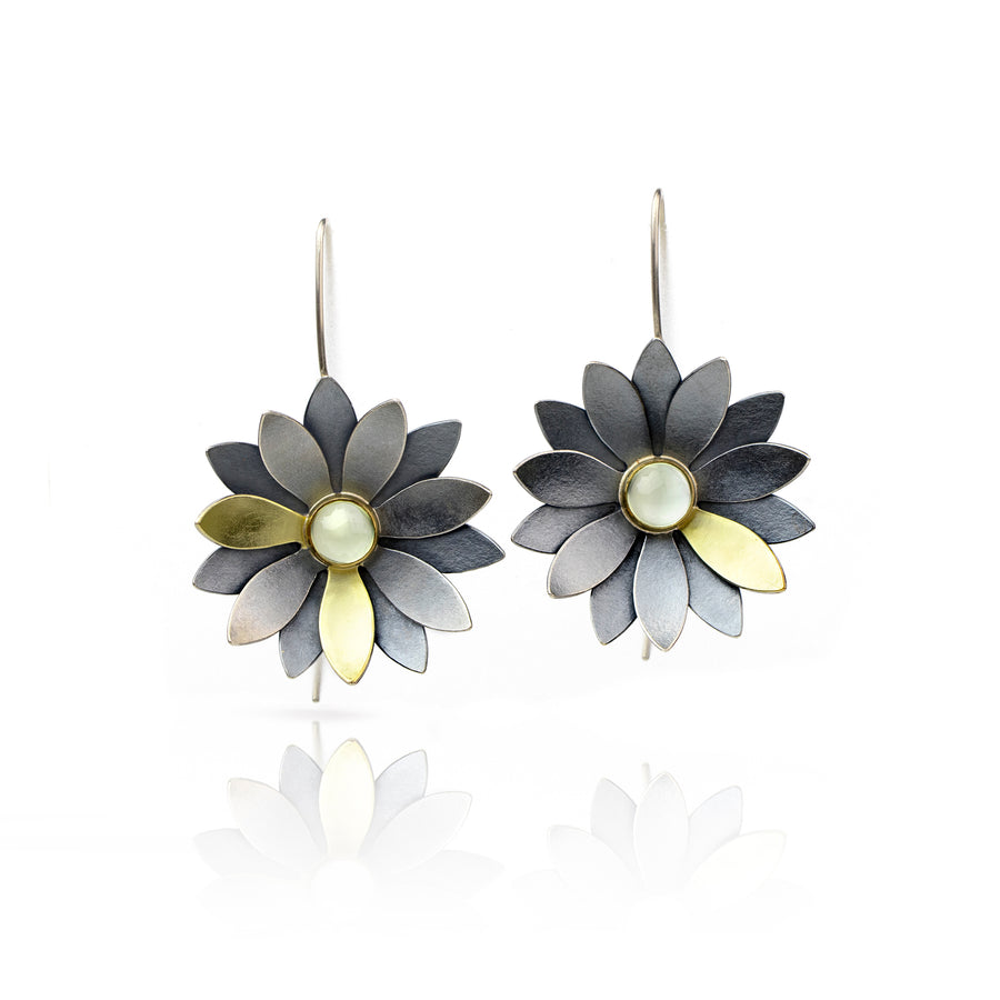 Cool Oxidized silver flower earring 18k prehnite
