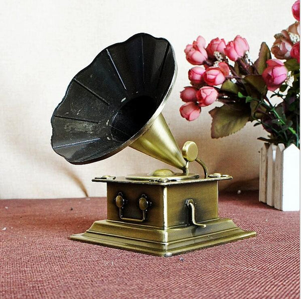 Retro Metal Handicraft Phonograph Model Vintage Record Player Prop Antique Gramophone Model Home Office Club Bar Decor Gifts