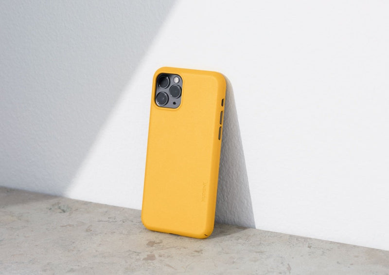Nudient - Tynt iPhone 12 Deksel V3 - Saffron Yellow