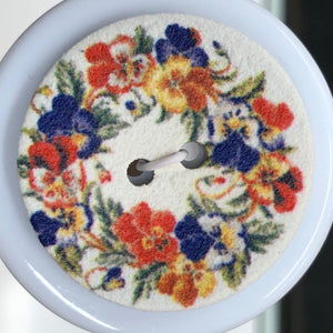 2 Hole Coconut White Floral Button