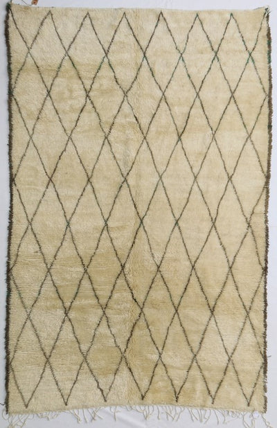 area soft wool rug, high quality material, off white/beige with geometric diamond shaped design lines and tassels, authentic handmade from morocco, perfect for layering in a living room or under dining table, bedroom
