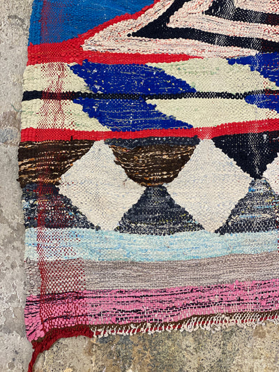 corner of vintage boucherouite no pile rug with diamond shapes