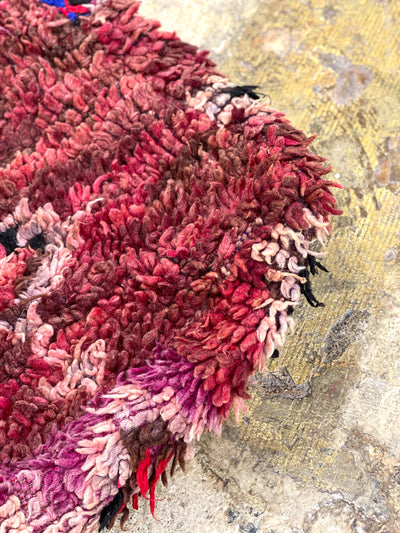 close up on the organic wool on square pouf