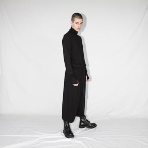 man turtleneck with thumbole black