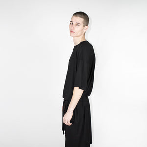 Black shortsleeves dress man