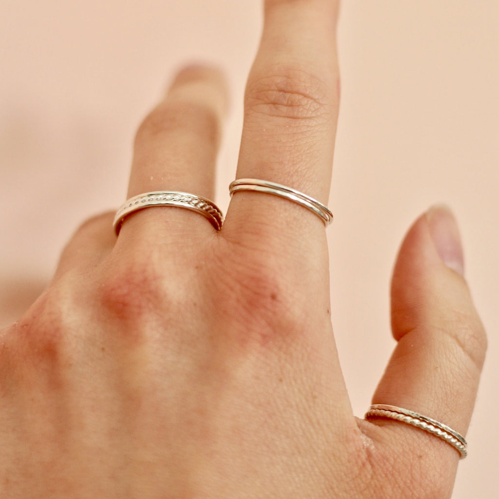 Plain minimal stackable ring set