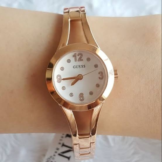 GUESS  W0912L3 Rose Gold  24mm Ladies Watch