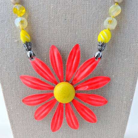 bright pink daisy necklace