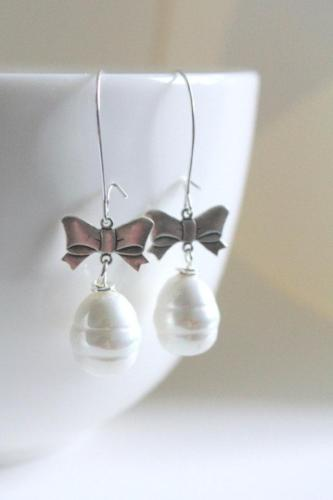 silver pearl bow earring