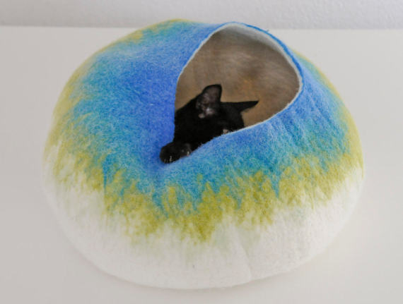 White Blue Bubble - Wool Cat or Dog Bed