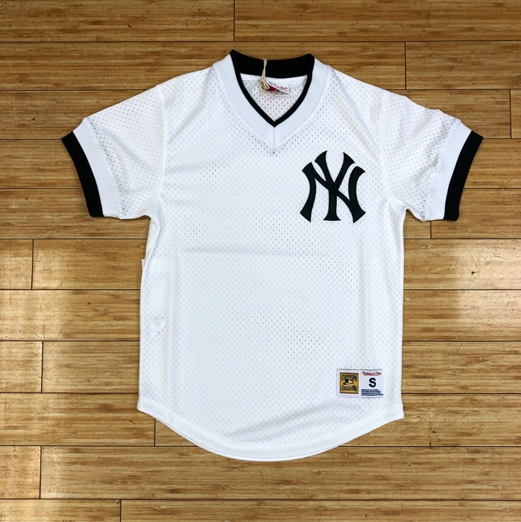 MITCHELL   NESS- WHITE VNECK MLB JERSEY NEW YORK YANKEES ... c9d7b46c27d