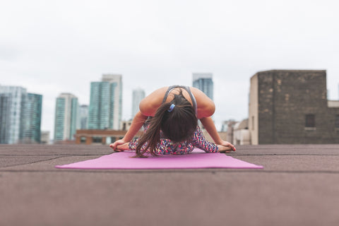 woman-doing-yoga-skyline