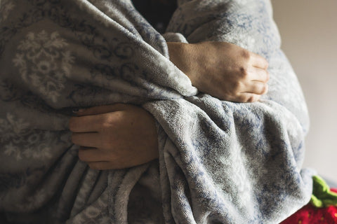snuggle-cuddle-cozy-feel-better-improve-mood-weighted-blankets