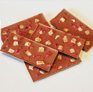 RASPBERRY FUDGE MILK CHOCOLATE SLAB