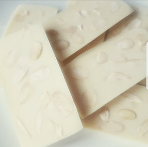 FLAKED ALMOND WHITE CHOCOLATE SLAB
