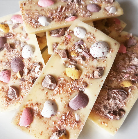 MINI EGG WHITE CHOCOLATE SLAB