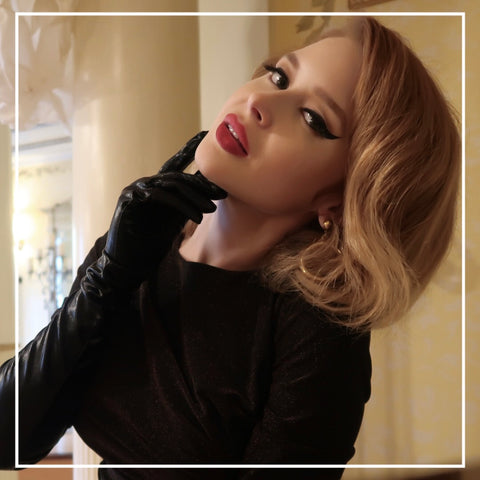 Renee Olstead Shiny Black Gloves Yandy