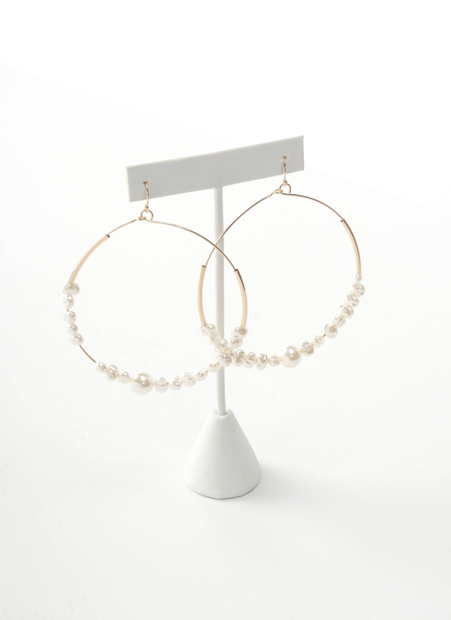 Gold hoops earrings with pearls