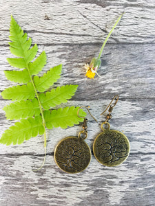Small hook earrings with tree engraving