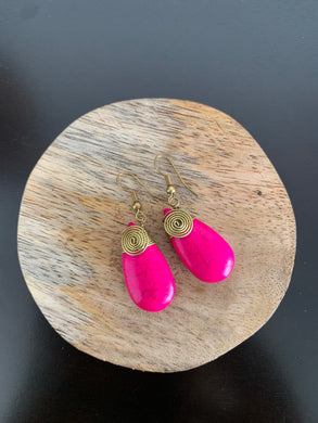 Pink crackle stone drop earrings with hook and spiral design