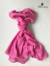 Checkered printed scarf in pink