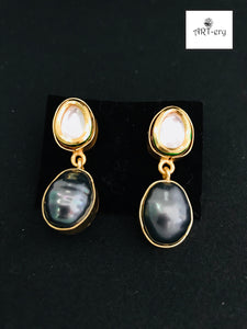 Kundan earring with colored pearl