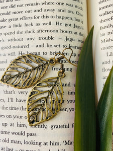 Simple leaf miniature figurine earrings from ART-ery