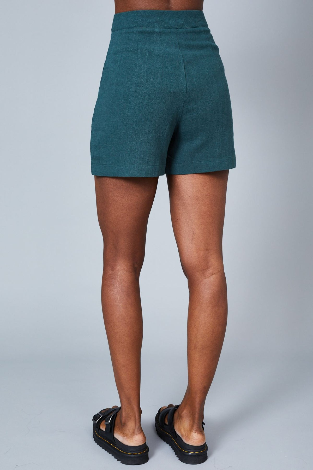 THE LEANNE SHORT