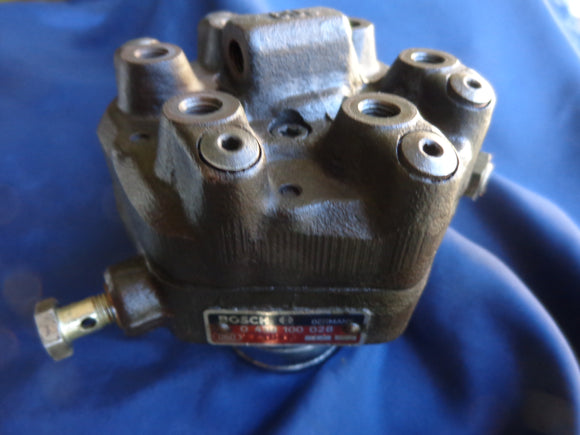 BMW REMAN Fuel Distributor BOSCH 0438100028 BMW 323i 6 cyl Euro $200 Refundable Core Included
