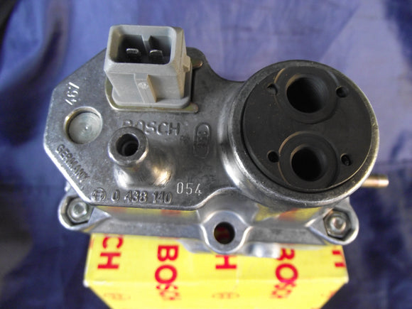 PORSCHE / FERRARI NEW WARM-UP REGULATOR BOSCH 0438140054 911 CARRERA*208 GTB/GTS