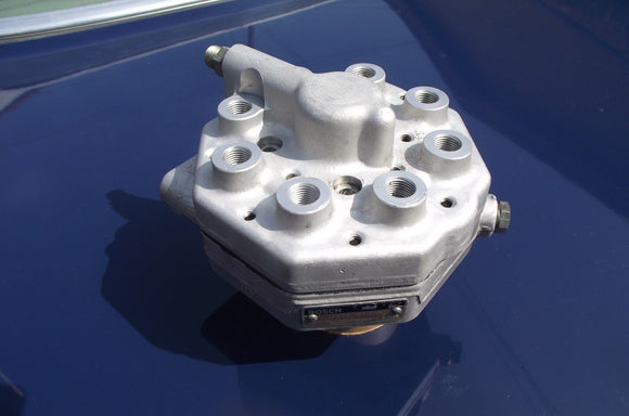 Mercedes REMANUFACTURED Fuel Distributor | Bosch 0438101018 | 420SE*500SE*560SL