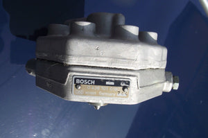 Mercedes REMAN Fuel Distributor BOSCH 0438101018 $200 CORE REFUND