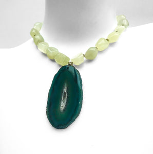 Vintage Green Agate Necklace. Find this and other Vintage jewellery for sale at Intovintage.co.uk. Into Vintage