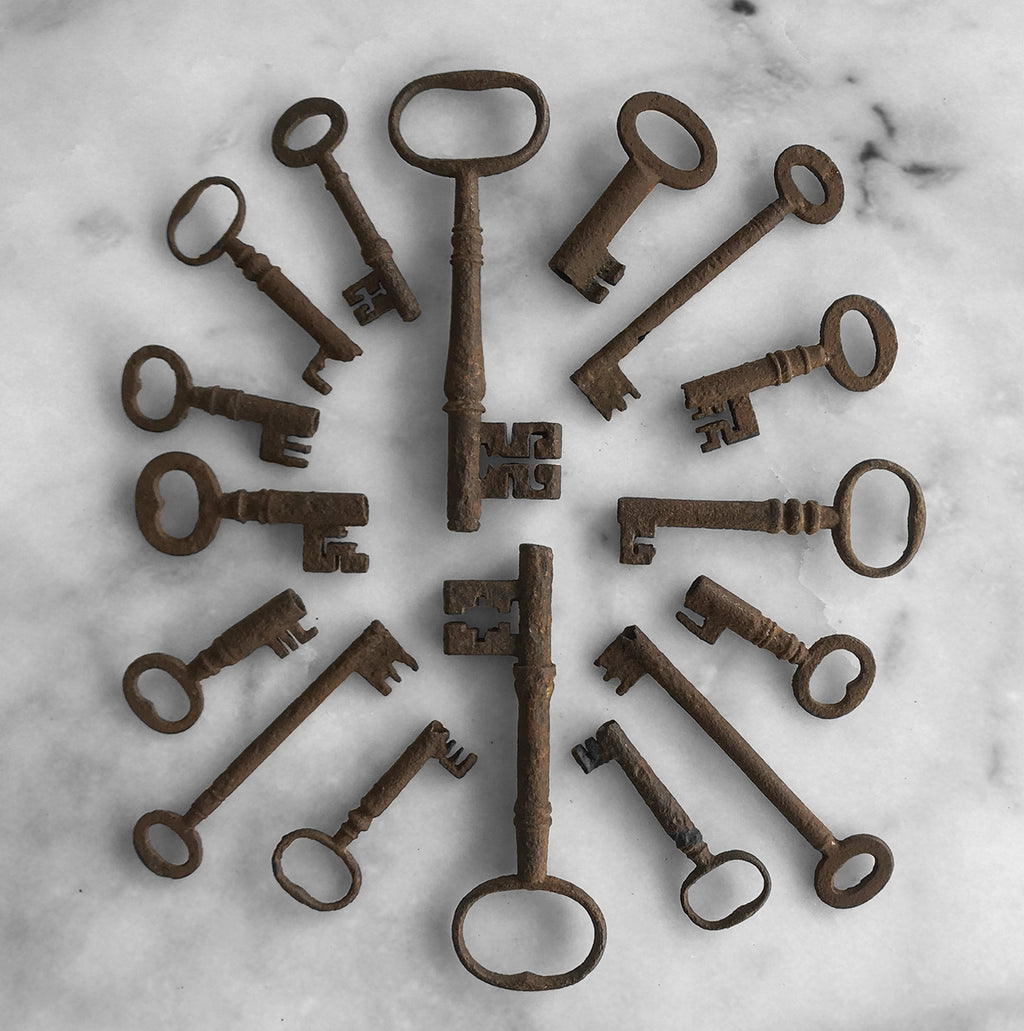 Nice group of 16 Antique Keys - SHOP NOW - www.intovintage.co.uk