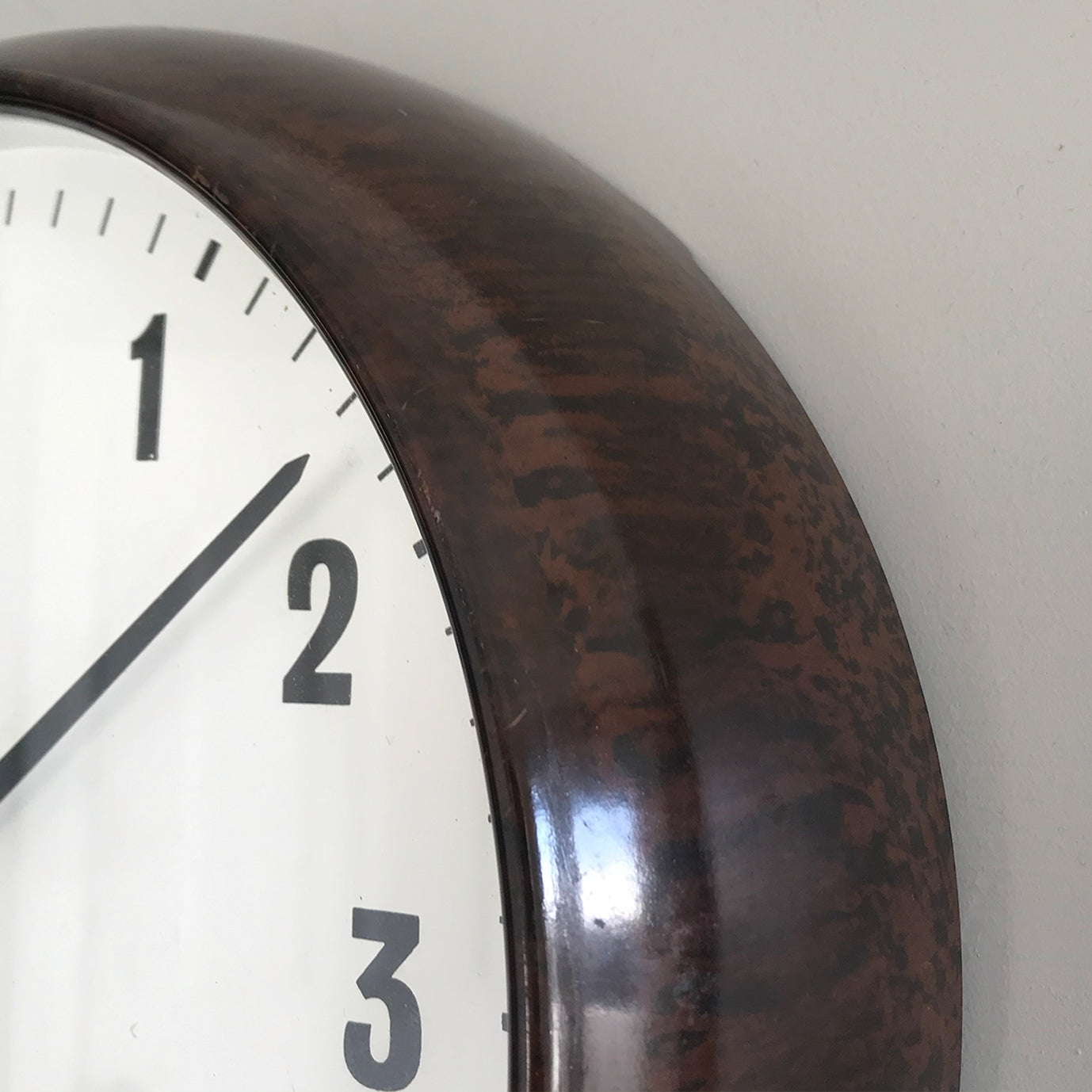 Vintage industrial/office electric Smith's wall clock from the 1940s, made by the English clock company Smiths. Made from brown/Tortoiseshell Bakelite which is in nice clean condition having been polished and waxed, with a white dial and retaining its original hands - SHOP NOW - www.intovintage.co.uk