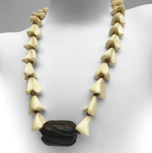 Vintage 1950's Necklace. Find this and other Vintage jewellery for sale at Intovintage.co.uk.