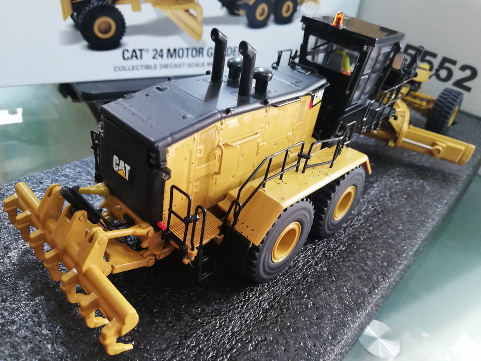 85552 Nueva Motoniveladora Cat 24 Escala 1:50