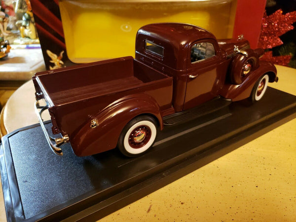 92458 Camioneta Studebaker Coupe Express Pick Up Año 1937 Escala 1:18 (Road Signature Collection)