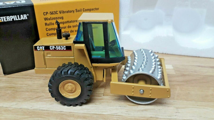 4013 Rodillo Compactador Cat CP-563C Escala 1:50 (Modelo Descontinuado)